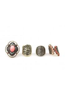 Lot de quatre bagues ethniques ornées de jolies pierres
