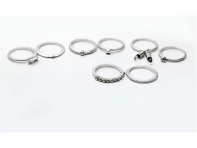 Lot de 8 bagues argenté avec breloques pendantes