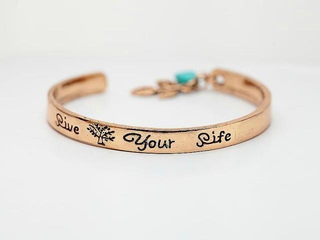 Bracelet manchette doré avec gravure