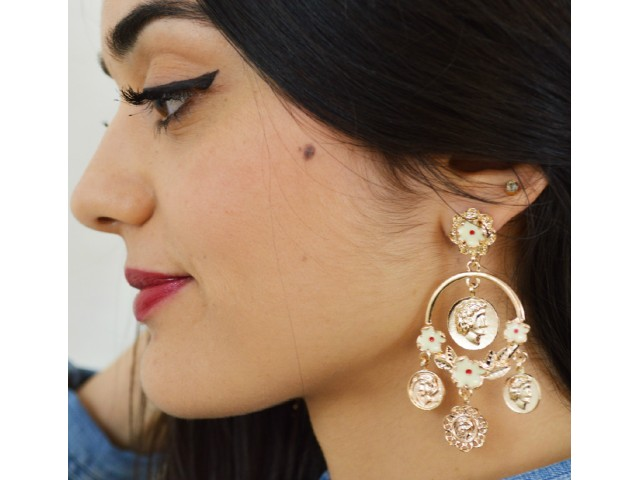 Boucles d'oreilles forme lustre ornées de pièces
