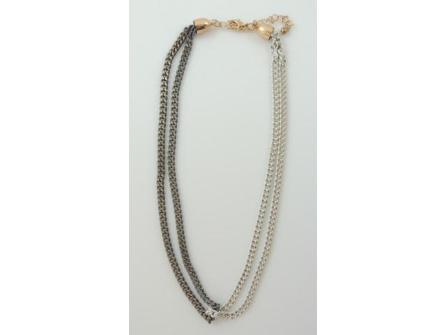 Collier fin double chaine blanche et grise avec touche de doré