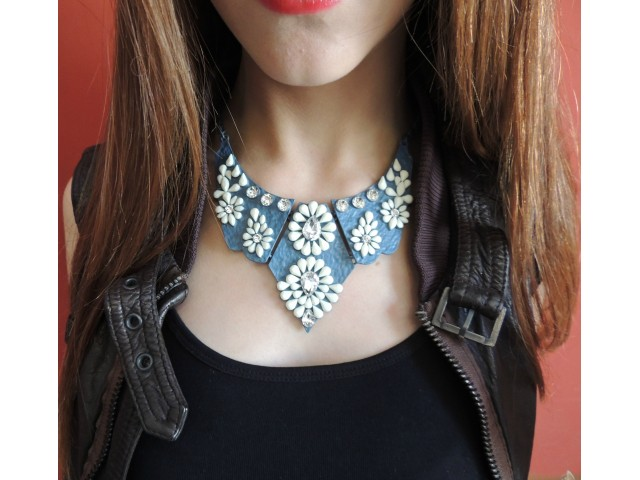 Collier marine avec cristaux brillants et en résine blanc| Navy Statement Necklace