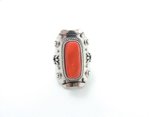 Bague ethnique ornée d'une pierre couleur orange