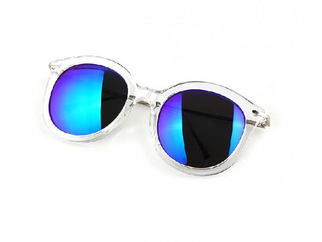a2aa8032a4d295 Lunettes de soleil Tom chez MISHA - Accessoires de mode pour femmes
